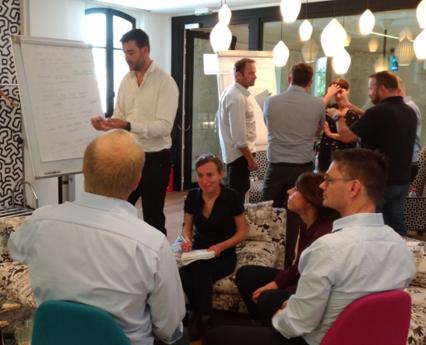 Les consultants Spirit Advisors travaillent ensemble sur l'excellence opérationnelle